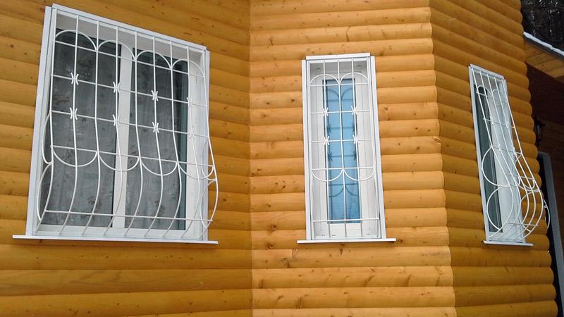 Решётки на окна частного деревянного дома